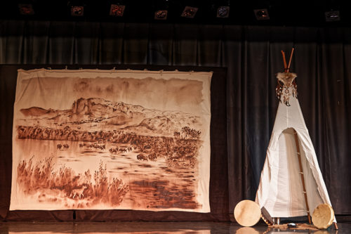 Décor spectacle Tatanka Oyate KI - Muriel Berthelot - centre aéré de Neuville sur Saône